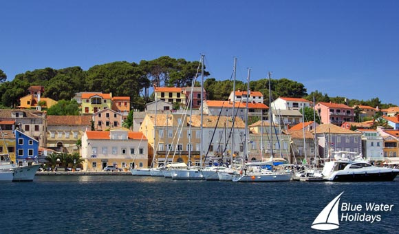 See the colourful houses in the town of Mali Losinj