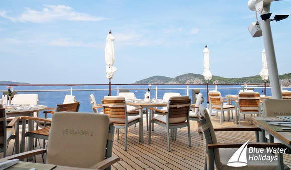Dine al fresco at the Yacht Club