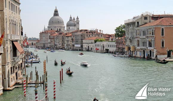 Spend Christmas in the heart of Venice