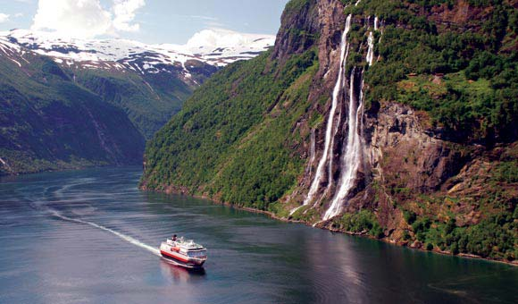 Enjoy superb scenery on the Norwegian coast