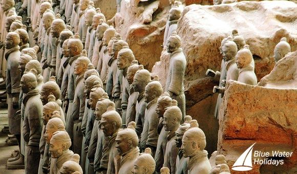 Admire the famous Terracotta Warriors in Xi'an