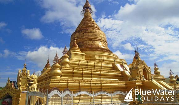 The spectacular Kuthodaw Pagoda