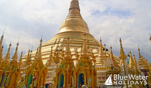 The stunning Shwedagon Pagoda in Yangon