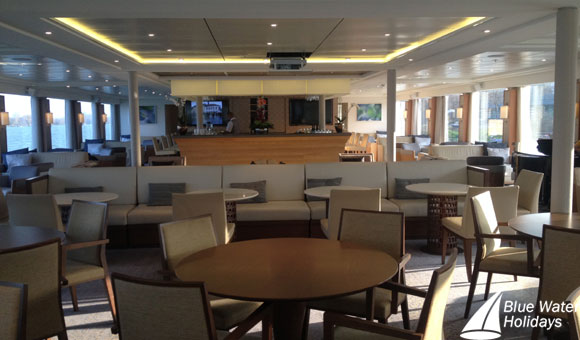 Modern lounge on Viking Rinda