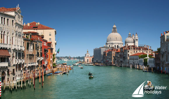 Admire beautiful architecture along the Grand Canal