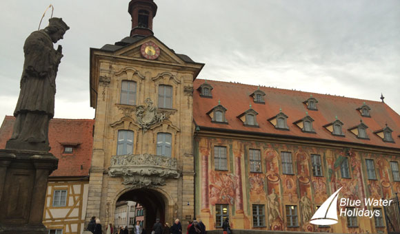 See the Old City Hall on a guided tour