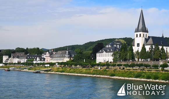 Scenic cruising along the Rhine