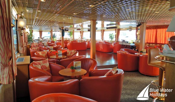 Relax in the lounge on board Princesse d'Aquitaine
