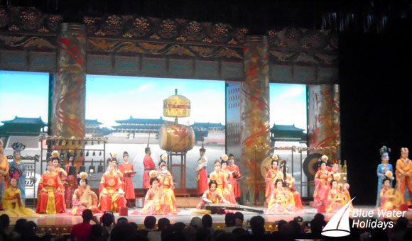 Enjoy a traditional Chinese dinner over the Tang Dynasty show