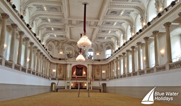 Discover the famous Spanish Riding School in Vienna