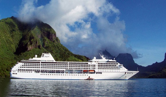 Regent Seven Seas Mariner in Moorea, French Polynesia